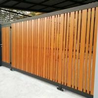งานประตูรั้วเหล็กผสมอลูมิเนียมลายไม้