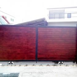 รับติดตั้งประตูรั้วเหล็กผสมไม้เทียมเฌอร่า0045