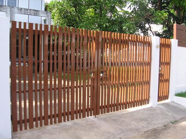 รับติดตั้งประตูรั้วเหล็กแบบบานพับ0042