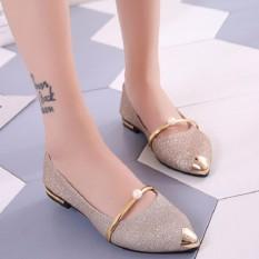 รองเท้าส้นแบนหุ้มส้นผู้หญิง