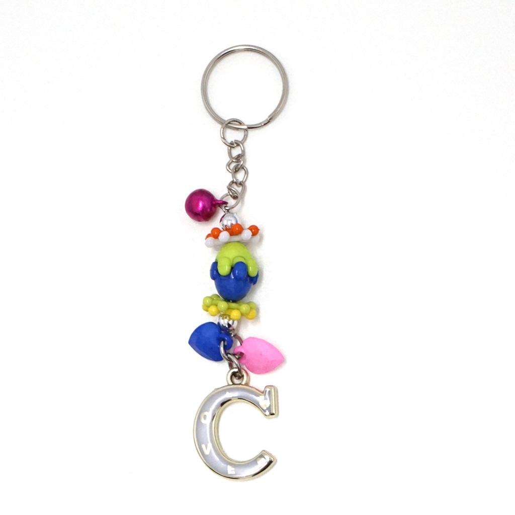 พวงกุญแจตัวอักษร Cสีครีม(แบบเล็ก) 12อัน