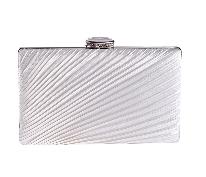 กระเป๋าถือออกงานสีขาว ทรงสี่เหลี่ยม แต่งจีบสวยๆ สุดหรู
