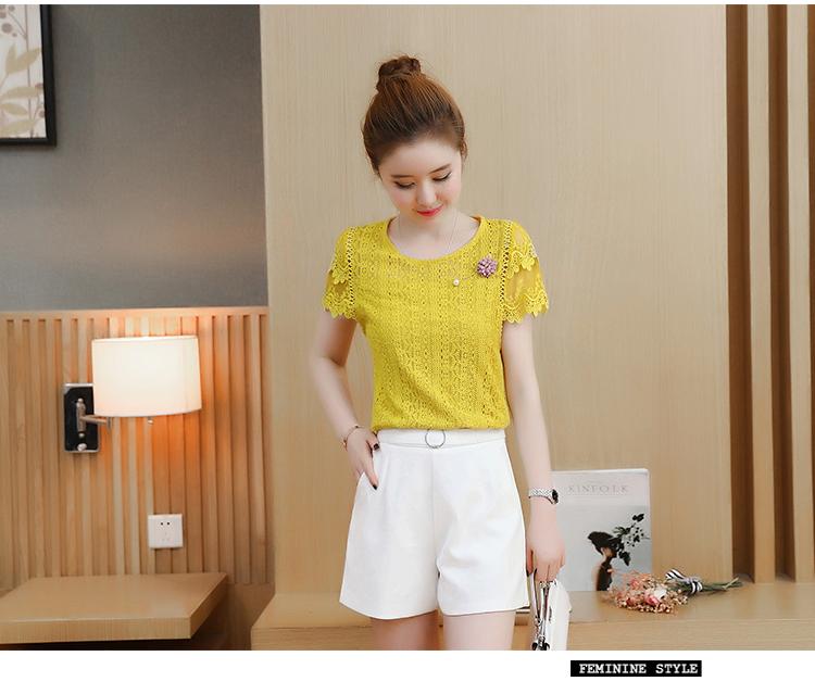 เสื้อสีเหลือง เสื้อลูกไม้สีเหลือง เนื้อนิ่มยืดหยุ่นได้ดี รอบรักแร้แต่งด้วยผ้าถักโครเชต์