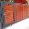 รับติดตั้งประตูรั้วเหล็กผสมไม้แดง0047