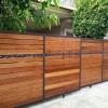 รับติดตั้งประตูรั้วเหล็กผสมไม้แดง0063
