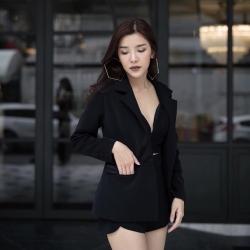 เสื้อสูท+เสื้อครอป+กางเกงขาสั้น เซตเสื้อสูท..โทนสีดำเรียบหรูคลาสสิคไม่มีเอ้าว์..เสื้อครอปสั้นสีดำมีลวดลายมีเทคเจอร์สวยมากๆค่ะ ซับในทั้งตัว ซิปหลัง + เสื้อสูทสีดำเนื้อผ้าดีมากๆนิ่มเด้งฝุดๆ