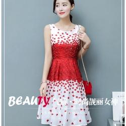 เดรสผ้าซาตินเนื้อเงาสวย พื้นสีขาว พิมพ์ลายดอกกุหลาบสีแดง แขนกุด