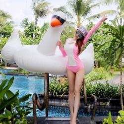 พร้อมส่ง ชุดว่ายน้ำแขนยาวสีชมพูขาว เสื้อเปิดร่องอกเซ็กซี่ พร้อมบิกินี่ตัวสวย
