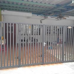 รับติดตั้งประตูรั้วเหล็ก0046